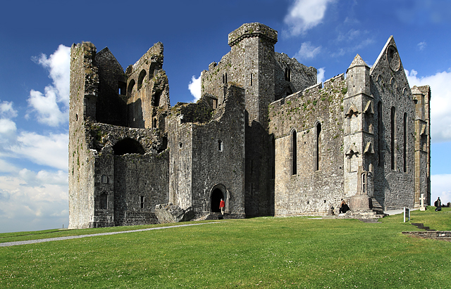 Rock of Cashel, Tipperary (Photo credit: Wikimedia Commons)