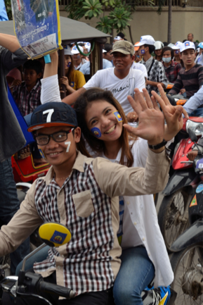 Supporters of Cambodia National Rescue Party (CNRP), the main opposition to the incumbent government. The party campaigns for freedom and human rights, and the institution of free and fair elections. (Photo credit: Henri Decoeur)